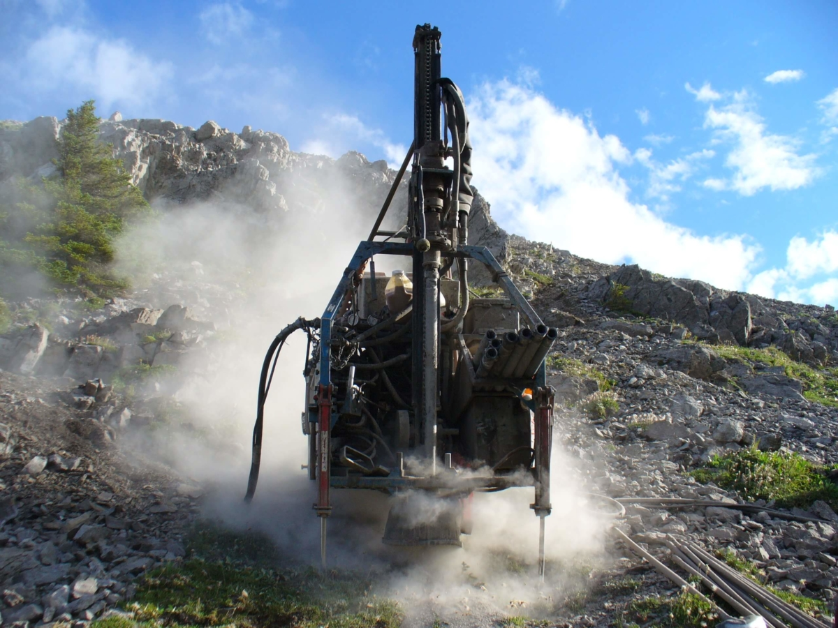 SAExploration's specialized seismic drilling teams uses innovative drilling techniques along with the most versatile equipment